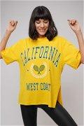 California Baskılı Yırtmaçlı T-shirt SARI
